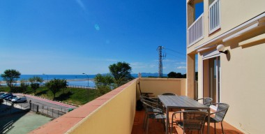 small-apartment-with-lots-of-charm-large-terrace-and-beautiful-views-of-the-sea-and-the-river-muga-empuriabrava