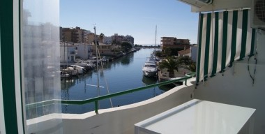 renovated-apartment-with-2-bedrooms-large-terrace-overlooking-the-canal-and-the-sea-swimming-pool-and-possibility-of-mooring-santa-margarita-roses