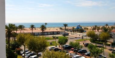 amplio-apartamento-con-vistas-al-mar-y-al-canal-2-terrazas-y-segunda-linea-de-mar-empuriabrava-costa-brava