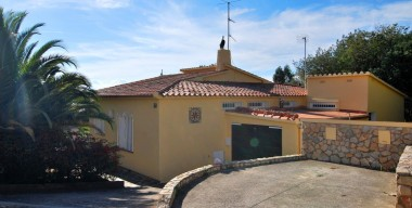 Image lovely-all-ground-floor-villa-with-pool-and-a-lot-of-character-on-mas-fumats-roses-costa-brava