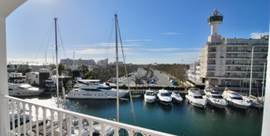 Image beautiful-completely-renovated-apartment-2019-with-beautiful-sea-view-and-canal-view-south-west-exposed-empuriabrava