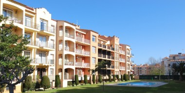 apartment-on-the-ground-floor-with-several-pools-2-minutes-from-the-beach-of-empuriabrava-costa-brava
