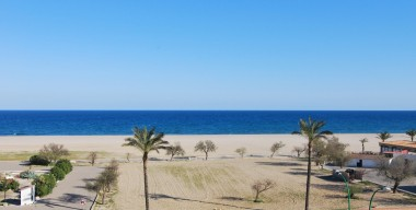 spacious-renovated-studio-in-1st-line-with-magnificent-views-over-the-bay-of-roses-located-in-empuriabrava-costa-brava-north