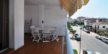 beautiful-holiday-apartment-close-to-the-beach-and-center-of-empuriabrava-with-south-facing-terrace