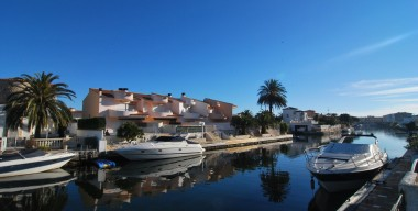 spacious-fishermans-house-on-the-canal-with-private-parking-boat-mooring-and-4-bedrooms-marina-ampuriabrava