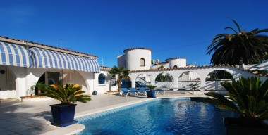 beautiful-all-ground-floor-property-near-a-port-south-facing-located-in-empuriabrava-catalunya