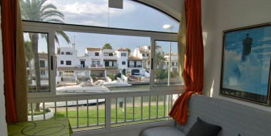 Image nicely-renovated-studio-with-fantastic-view-on-the-main-channel-of-empuriabrava