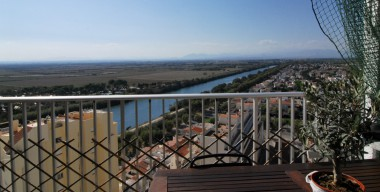 reserved-pleasant-little-apartment-in-front-of-the-aiguamolls-lateral-sea-view-50-m-from-the-beach-of-empuriabrava-north-costa-brava