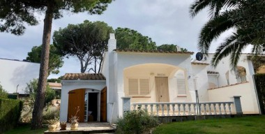 Image charming-house-with-3-bedrooms-2-bathrooms-large-garden-and-communal-swimming-pool-lescala