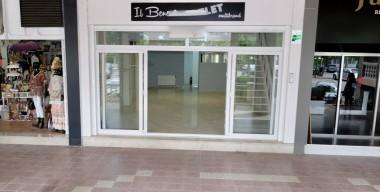 Image beautiful-commercial-premises-under-the-arcades-of-empuriabrava-costa-brava