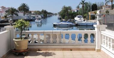 spacious-house-110m2-with-mooring-65mtr-4-bedrooms-and-garage-in-port-segre-empuriabrava-costa-brava