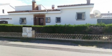 beautiful-bungalow-in-2nd-sea-line-on-a-plot-of-500m2-in-a-quiet-area-empuriabrava-spain