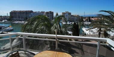 nice-apartment-with-canal-views-and-private-parking-space-empuriabrava-costa-brava-spain