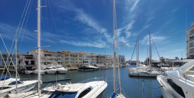 Image spacious-apartment-109m2-3-bedrooms-2-terraces-canal-views-near-the-center-and-the-beach-empuriabrava-costa-brava