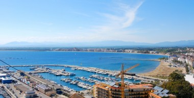 beautiful-apartment-with-sea-views-private-parking-and-storage-room-near-the-beach-in-roses-spain