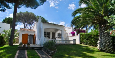 charming-house-with-3-bedrooms-2-bathrooms-large-garden-and-communal-swimming-pool-lescala