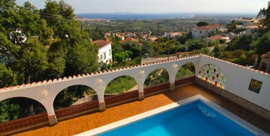 Image wonderful-villa-with-5-bedrooms-with-swimming-pool-and-magnificent-views-over-the-bay-of-roses-costa-brava