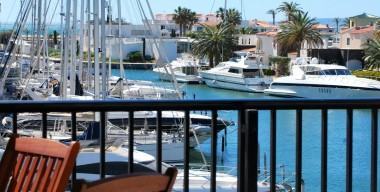 reserved-beautiful-luxury-apartment-located-in-the-main-port-in-empuriabrava-costa-brava-north-option-private-parking-and-storage-room
