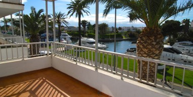 reserved-beautiful-apartment-with-large-terrace-bright-and-located-in-the-port-of-empuriabrava-costa-brava-spain