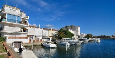Image renovated-apartment-with-canal-view-1-bedroom-mooring-of-8x3m-south-west-oriented-empuriabrava