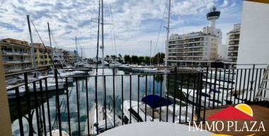 Image spacious-renovated-apartment-2-bedrooms-2-bathrooms-2-terraces-with-canal-views-empuriabrava