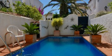 Image very-nice-house-renovated-with-charm-town-center-of-empuriabrava-private-pool-and-parking-costa-brava