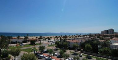 spacious-studio-with-stunning-views-over-the-bay-of-roses-located-in-empuriabrava