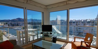 modern-apartment-with-pool-private-parking-and-beautiful-views-of-the-sea-the-mountains-and-the-canal-in-the-bay-of-roses-catalonia