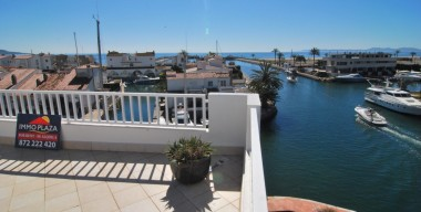 splendid-penthouse-duplex-overlooking-the-sea-and-the-bay-of-roses-multiple-terraces-with-jacuzzi-in-empuriabrava-spain