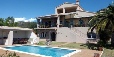 for-sale-spacious-villa-with-7-bedrooms-and-6-bathrooms-pool-and-garden-pau-costa-brava