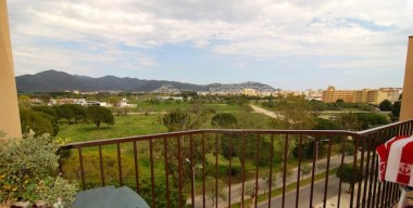 penthouse-with-2-bedrooms-a-community-pool-and-a-lovely-view-of-the-mountains-in-santa-margarida-costa-brava-north