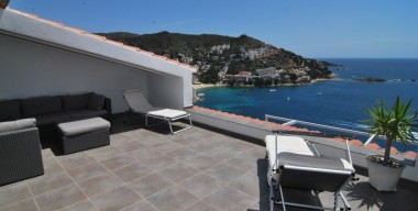 beautiful-house-with-2-larges-terraces-overlooking-the-sea-an-independent-studio-and-a-lift-roses-costa-brava