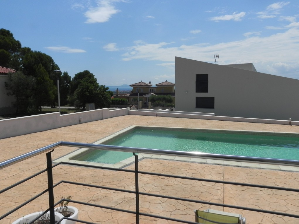 Immo plaza spain vrijstaande villa met 4 slaapkamers een zwembad in een bevoorrechte - Zwembad omgeving ...