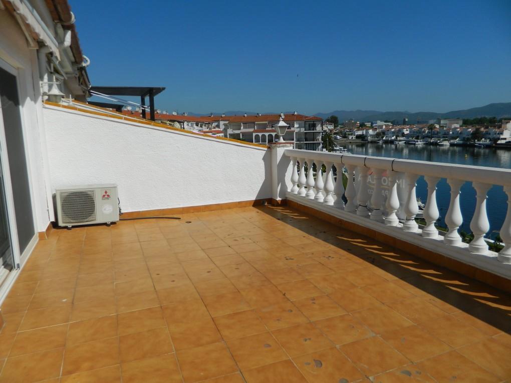 Immo plaza spain tico empuriabrava con amplia terraza - Piscina terraza atico ...