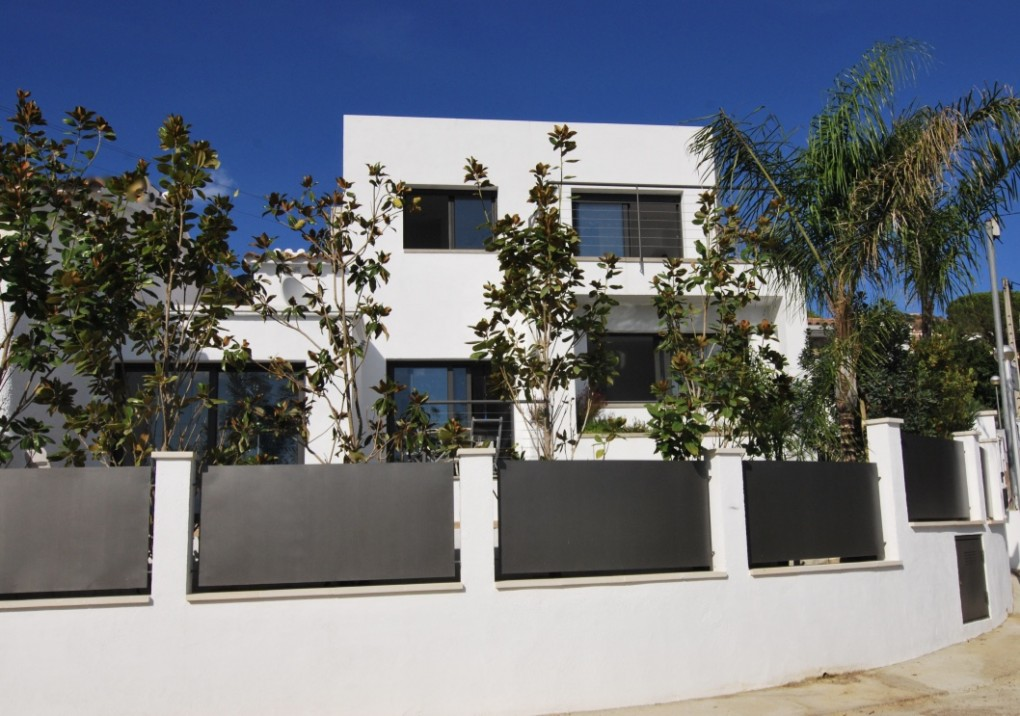 Immo Plaza Spain | Très belle maison moderne avec piscine et vue ...